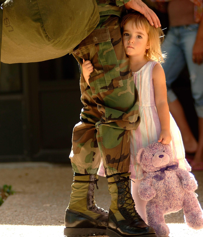 Русский солдат и ребенок фото
