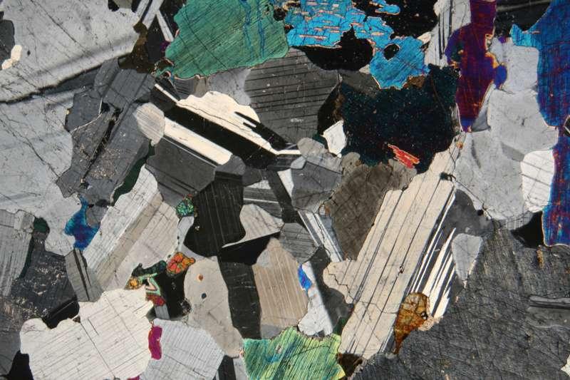 Определение минералов под микроскопом